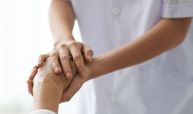 Tout savoir sur le métier d'aide-soignant